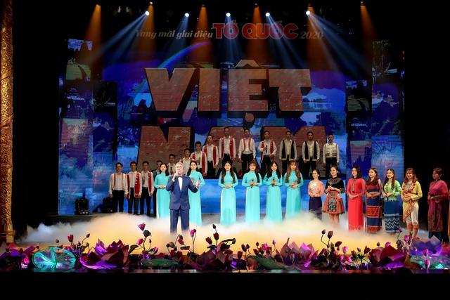 """Tổ chức chương trình nghệ thuật đặc biệt """"Mùa xuân dâng Đảng"""" chào mừng Kỷ niệm 90 năm Ngày thành lập Đảng Cộng sản Việt Nam - Ảnh 2."""