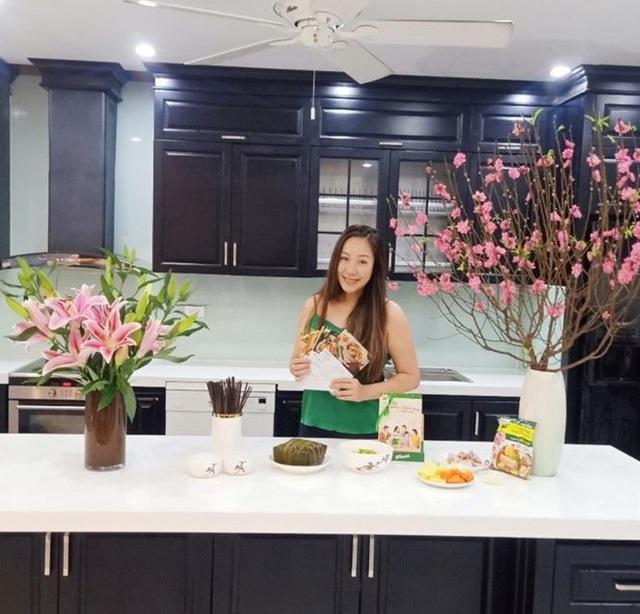 """Hai nàng dâu đảm Ốc Thanh Vân và Ngô Phương Lan cùng chung bí quyết tạo vị """"Tết nhà"""" dù gia đình có nhiều thế hệ khác biệt - Ảnh 3."""