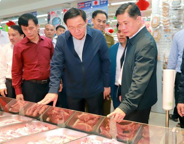 Hình ảnh Phó Thủ tướng Vương Đình Huệ đi chợ Tết - Ảnh 6.