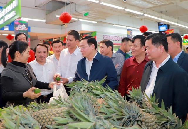 Hình ảnh Phó Thủ tướng Vương Đình Huệ đi chợ Tết - Ảnh 8.