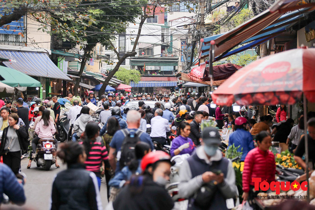 """Hà Nội: Đi """"chợ nhà giàu"""", 10 phút là sắm đủ mâm cỗ Tết - Ảnh 1."""
