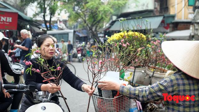 """Hà Nội: Đi """"chợ nhà giàu"""", 10 phút là sắm đủ mâm cỗ Tết - Ảnh 16."""