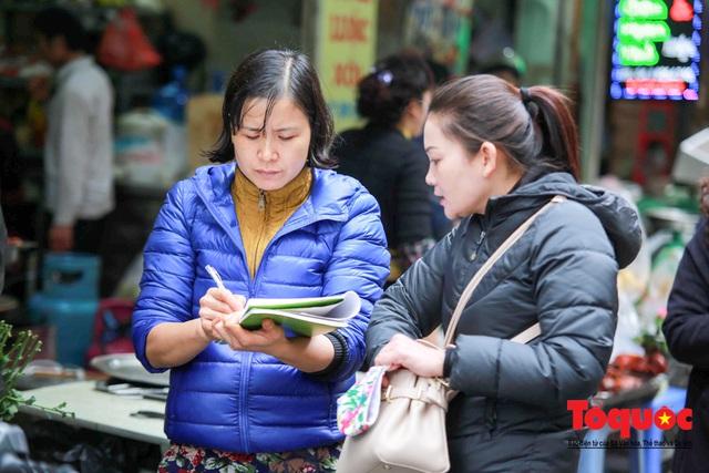 """Hà Nội: Đi """"chợ nhà giàu"""", 10 phút là sắm đủ mâm cỗ Tết - Ảnh 9."""