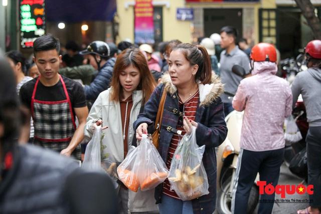 """Hà Nội: Đi """"chợ nhà giàu"""", 10 phút là sắm đủ mâm cỗ Tết - Ảnh 8."""