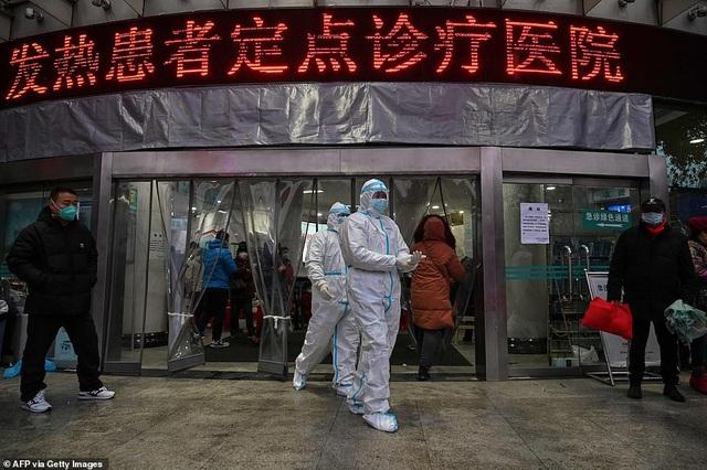 """Chủ tịch Trung Quốc thừa nhận """"tình huống nghiêm trọng"""" trước tốc độ lây lan ngoài tầm kiểm soát của virus corona - Ảnh 1."""