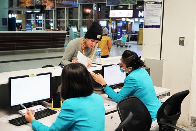 Các hãng hàng không Việt đối phó với virus Corona - Ảnh 1.