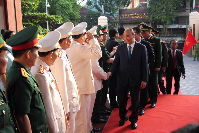 Thủ tướng Nguyễn Xuân Phúc chúc Tết lực lượng vũ trang và nhân dân TP Đà Nẵng  - Ảnh 1.