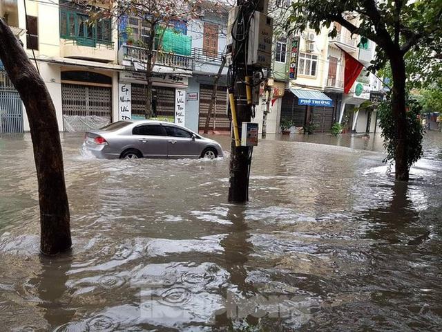 Nam Định ngập sâu, người dân 'thúc thủ' trong nhà ngày mùng 1 Tết - Ảnh 12.