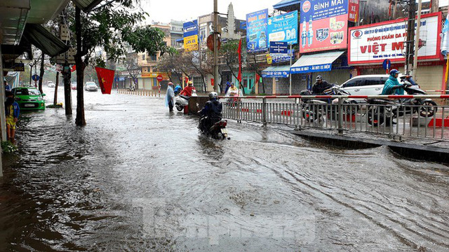 Nam Định ngập sâu, người dân 'thúc thủ' trong nhà ngày mùng 1 Tết - Ảnh 3.