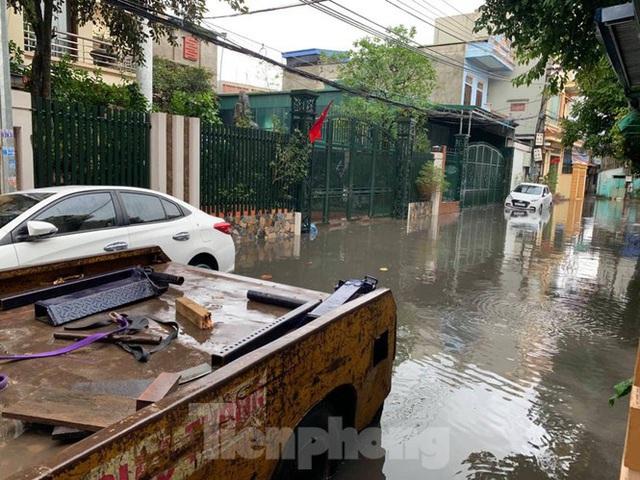 Nam Định ngập sâu, người dân 'thúc thủ' trong nhà ngày mùng 1 Tết - Ảnh 5.