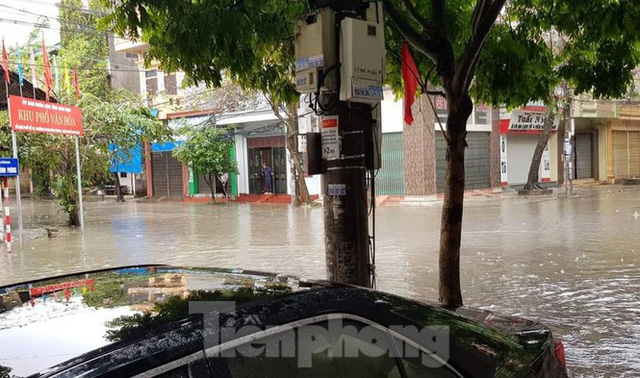 Nam Định ngập sâu, người dân 'thúc thủ' trong nhà ngày mùng 1 Tết - Ảnh 7.