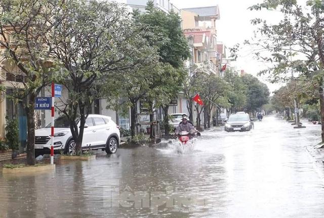 Nam Định ngập sâu, người dân 'thúc thủ' trong nhà ngày mùng 1 Tết - Ảnh 8.