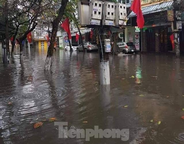 Nam Định ngập sâu, người dân 'thúc thủ' trong nhà ngày mùng 1 Tết - Ảnh 10.