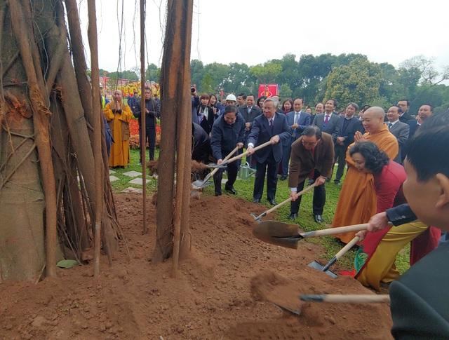 Lãnh đạo Đảng, Nhà nước, dâng hương, trồng cây đầu xuân tại Hoàng Thành Thăng Long - Ảnh 7.