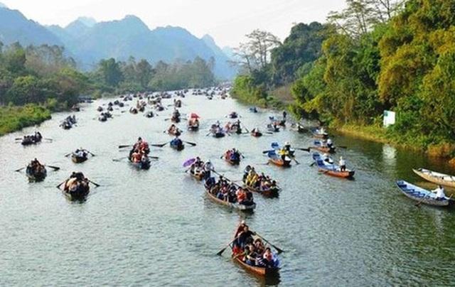 Lễ hội chùa Hương 2020: Hơn 30 xuồng, đò vi phạm bị xử lý - Ảnh 1.