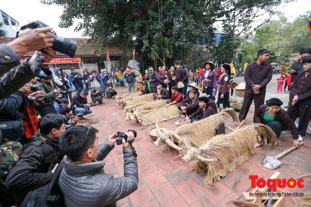 Lạ kỳ lễ hội trâu rơm, bò rạ ở đồng bằng sông Hồng - Ảnh 9.