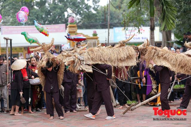 Lạ kỳ lễ hội trâu rơm, bò rạ ở đồng bằng sông Hồng - Ảnh 2.