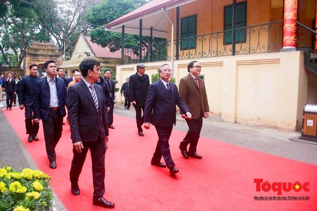 Lãnh đạo Đảng, Nhà nước, dâng hương, trồng cây đầu xuân tại Hoàng Thành Thăng Long - Ảnh 1.