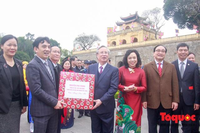 Lãnh đạo Đảng, Nhà nước, dâng hương, trồng cây đầu xuân tại Hoàng Thành Thăng Long - Ảnh 9.