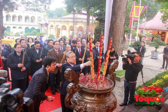 Lãnh đạo Đảng, Nhà nước, dâng hương, trồng cây đầu xuân tại Hoàng Thành Thăng Long - Ảnh 6.