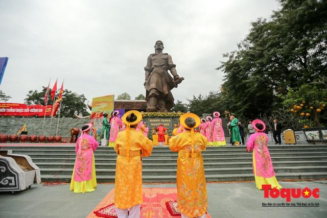 Người dân thủ đô tưng bừng khai hội gò Đống Đa Xuân Canh Tý 2020 - Ảnh 1.