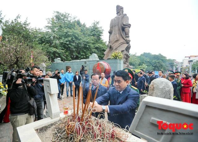 Người dân thủ đô tưng bừng khai hội gò Đống Đa Xuân Canh Tý 2020 - Ảnh 8.