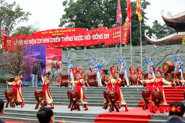 Người dân thủ đô tưng bừng khai hội gò Đống Đa Xuân Canh Tý 2020 - Ảnh 9.