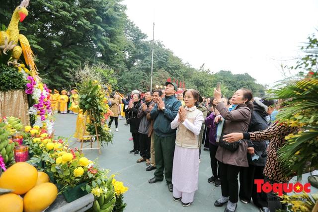 Người dân thủ đô tưng bừng khai hội gò Đống Đa Xuân Canh Tý 2020 - Ảnh 14.