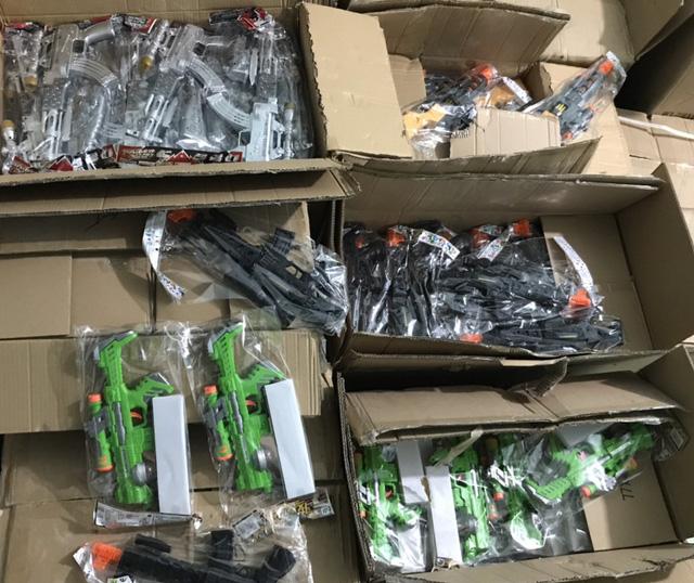 Quảng Bình: Phát hiện thu giữ lô hàng đồ chơi trẻ em trái quy định trị giá trên 400 triệu đồng - Ảnh 2.