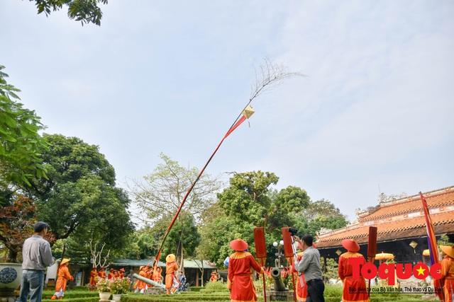 Du khách thích thú xem lễ Hạ Nêu, khai ấn cung chúc tân xuân tại Đại Nội Huế - Ảnh 1.