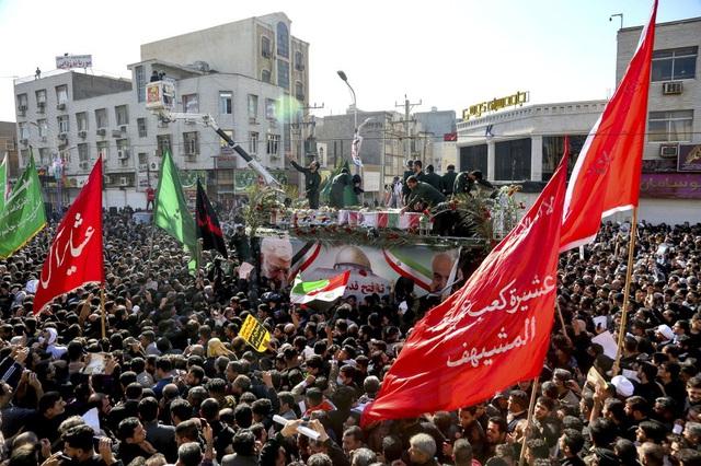 """""""Lạnh người"""" hình ảnh hàng triệu người trút giận dữ vào nước Mỹ tại đám tang tướng Iran bị ám sát - Ảnh 3."""