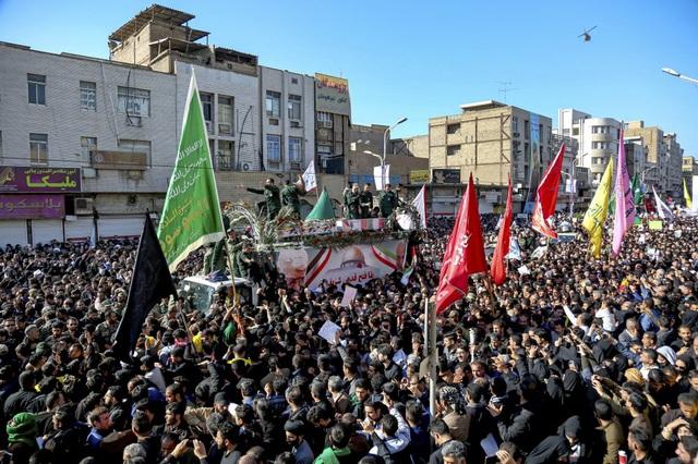 """""""Lạnh người"""" hình ảnh hàng triệu người trút giận dữ vào nước Mỹ tại đám tang tướng Iran bị ám sát - Ảnh 5."""