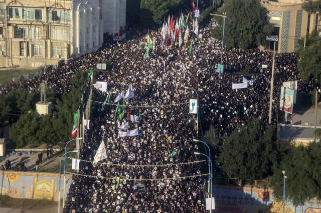 """""""Lạnh người"""" hình ảnh hàng triệu người trút giận dữ vào nước Mỹ tại đám tang tướng Iran bị ám sát - Ảnh 7."""