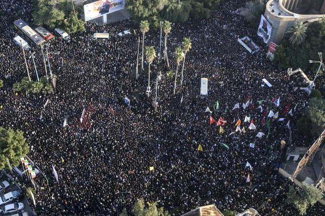 """""""Lạnh người"""" hình ảnh hàng triệu người trút giận dữ vào nước Mỹ tại đám tang tướng Iran bị ám sát - Ảnh 8."""