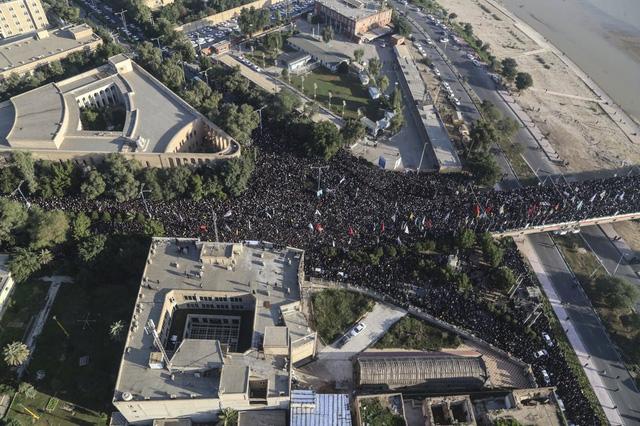 """""""Lạnh người"""" hình ảnh hàng triệu người trút giận dữ vào nước Mỹ tại đám tang tướng Iran bị ám sát - Ảnh 6."""