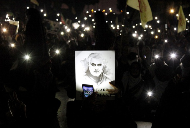 """""""Lạnh người"""" hình ảnh hàng triệu người trút giận dữ vào nước Mỹ tại đám tang tướng Iran bị ám sát - Ảnh 1."""