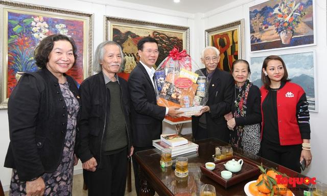 Trưởng Ban Tuyên giáo Trung ương Võ Văn Thưởng đánh giá cao những đóng góp của họa sĩ Trần Khánh Chương  - Ảnh 3.