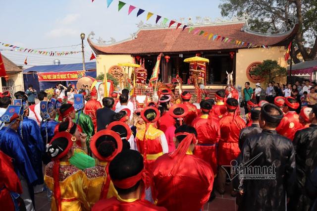 Bắc Ninh: 4 năm không thực hành nghi lễ chém lợn trong lễ hội làng Ném Thượng - Ảnh 1.