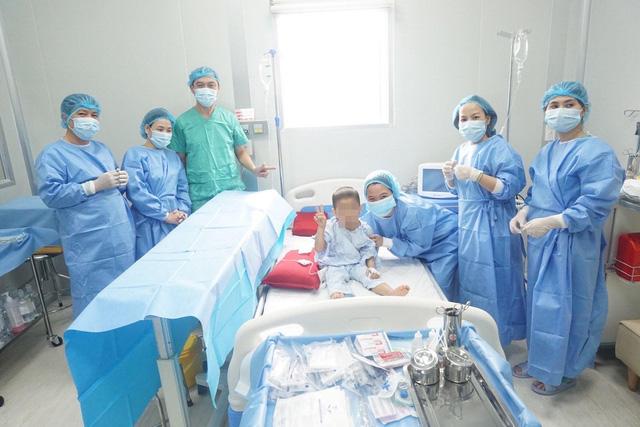 Bệnh nhi 4 tuổi bị u nguyên bào thần kinh được cứu sống nhờ ghép tế bào gốc - Ảnh 1.