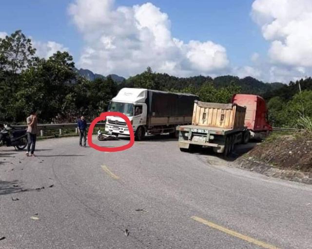 Quảng Bình: Xe máy điện đối đầu ô tô tải, một nam sinh tử vong - Ảnh 1.