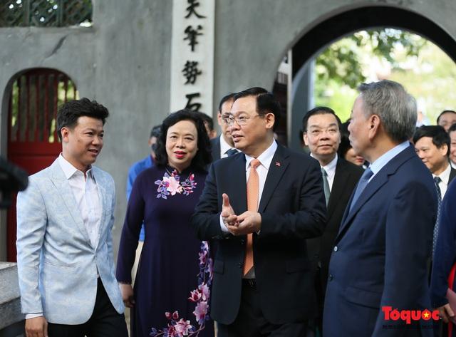 Lãnh đạo Hà Nội dâng hương tưởng niệm các vị liệt tổ, liệt tông, Chủ tịch Hồ Chí Minh và các Anh hùng liệt sĩ - Ảnh 12.