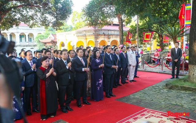 Lãnh đạo Hà Nội dâng hương tưởng niệm các vị liệt tổ, liệt tông, Chủ tịch Hồ Chí Minh và các Anh hùng liệt sĩ - Ảnh 3.