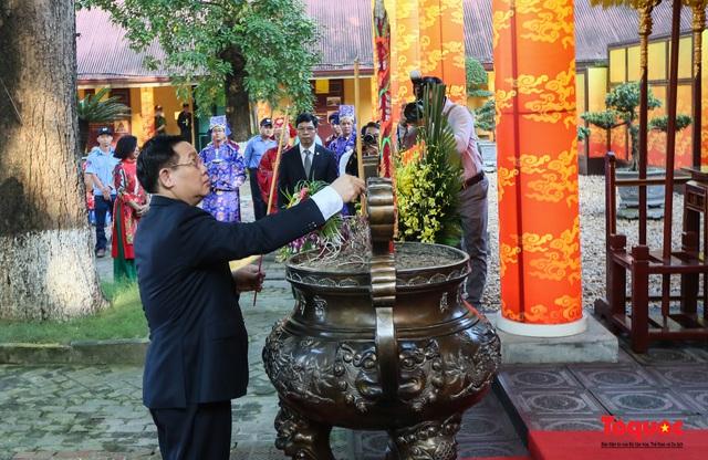 Lãnh đạo Hà Nội dâng hương tưởng niệm các vị liệt tổ, liệt tông, Chủ tịch Hồ Chí Minh và các Anh hùng liệt sĩ - Ảnh 2.