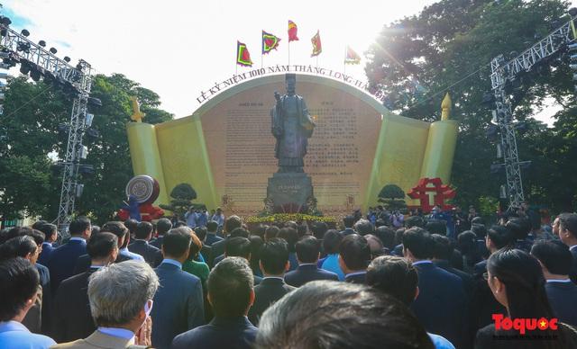 Lãnh đạo Hà Nội dâng hương tưởng niệm các vị liệt tổ, liệt tông, Chủ tịch Hồ Chí Minh và các Anh hùng liệt sĩ - Ảnh 4.