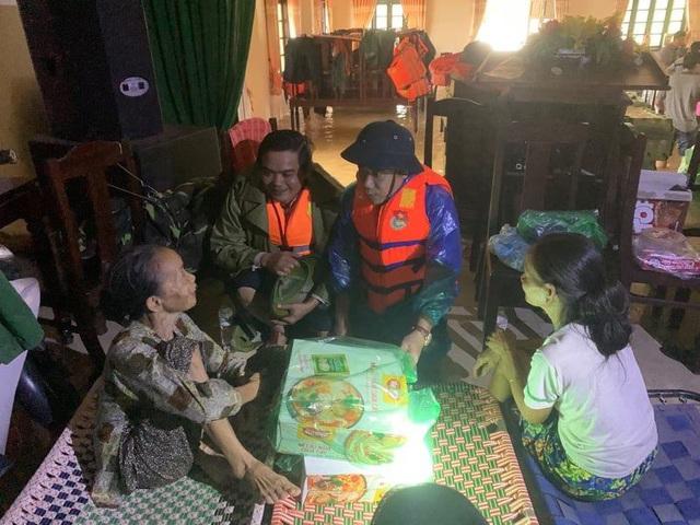 Sạt lở thủy điện Rào Trăng 3: Người dân xót thương Chủ tịch huyện hy sinh khi tham gia cứu nạn - Ảnh 2.