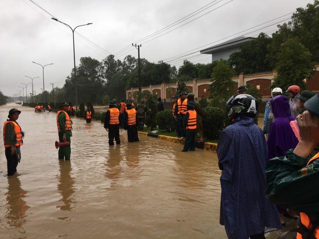 Quảng Trị: Sập nhà trong mưa lũ khiến 2 mẹ con thương vong - Ảnh 1.