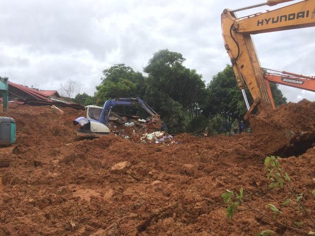 Sạt lở đất nghiêm trọng ở Quảng Trị: Đã tìm thấy 12 thi thể, trực thăng sẵn sàng tham gia cứu hộ - Ảnh 1.