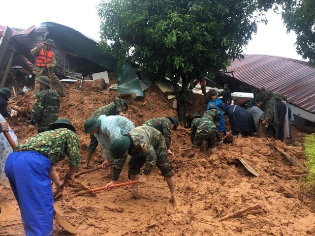 Sạt lở đất nghiêm trọng ở Quảng Trị: Đã tìm thấy 12 thi thể, trực thăng sẵn sàng tham gia cứu hộ - Ảnh 2.