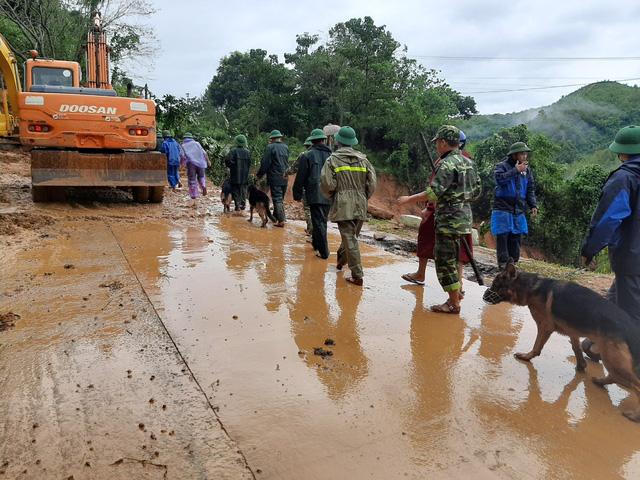 Sạt lở núi nghiêm trọng ở Quảng Trị: Đã tìm thấy những thi thể đầu tiên - Ảnh 9.