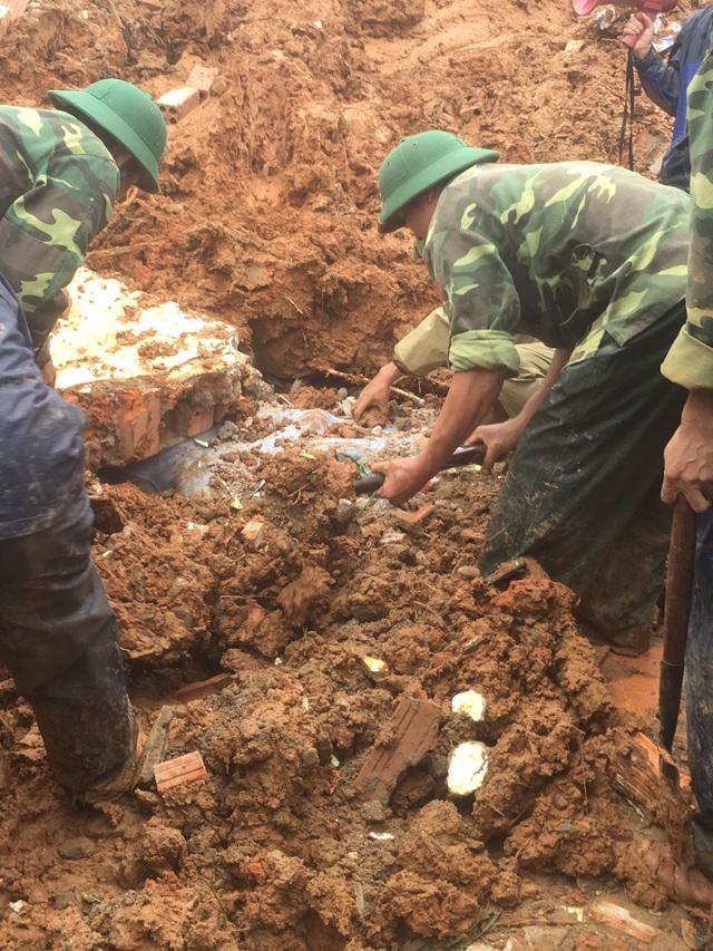 Sạt lở núi nghiêm trọng ở Quảng Trị: Đã tìm thấy những thi thể đầu tiên - Ảnh 8.